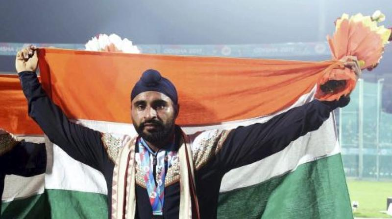 Davinder Singh Kang was carrying a shoulder injury during his event. (Photo: PTI)