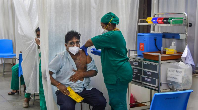 A medic administers a dose of COVID-19 vaccine to a man, at Nair hospital in Mumbai. (Photo: PTI/File)