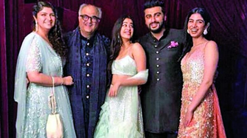 The picture in question features Arjun Kapoor and Anshula along with their father Boney Kapoor, and more importantly, Janhvi and Khushi Kapoor — Sridevi's daughters.