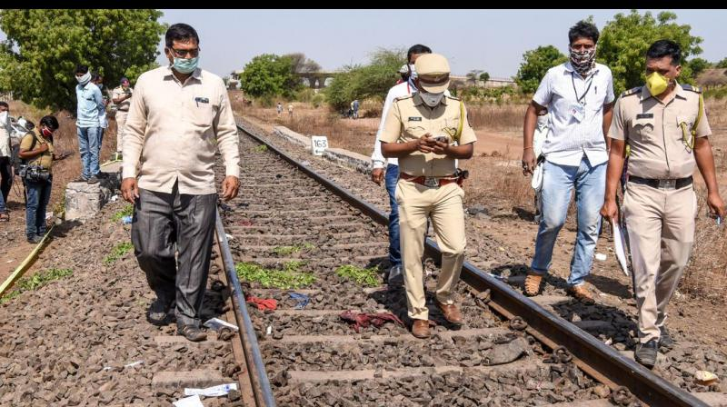 Fifteen migrant workers run over by a cargo train in India