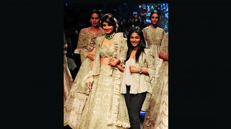Glowing in her elaborate, elegant bridal dress, Shilpa confessed that she had especially fallen for the jackets in Jayanti's collection.
