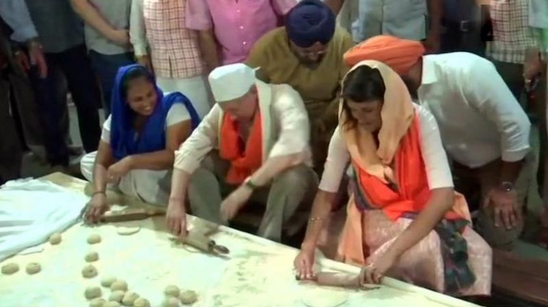 A video which is being circulated widely, sees her rolling out flatbreads to feed the hundreds who visit Gurudwara Sis Ganj Sahib daily for the 'langar'. (Photo: Twitter | ANI)