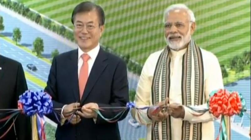 PM Narendra Modi and South Korean President Moon Jae-in jointly inaugurate Samsung factory in Noida (Photo: @BJP4India/Twitter)