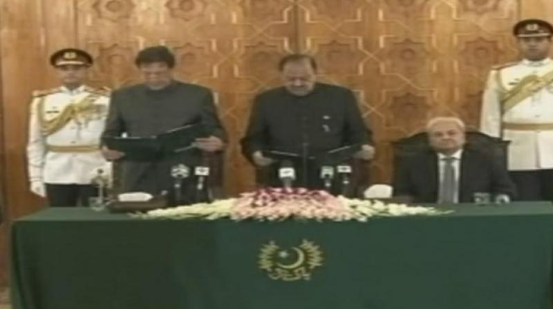 Imran Khan, 65, who won a simple majority from lawmakers on Friday in a confidence vote was administered oath by President Mamnoon Hussain. (Photo: Twitter | ANI)