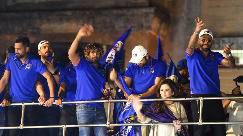 The mercurial Hardik Pandya (right) celebrates with Mumbai Indians teammates last year's IPL triumph but does he have the cool to be the team finisher? (AFP)
