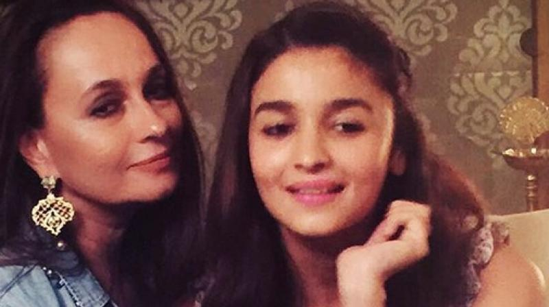 Razdan was flooded with One Time Transaction (OTPs) and transaction messages while she was in South Mumbai with her older daughter Shaheen (Pic courtesy: Instagram/ sonirazdan).