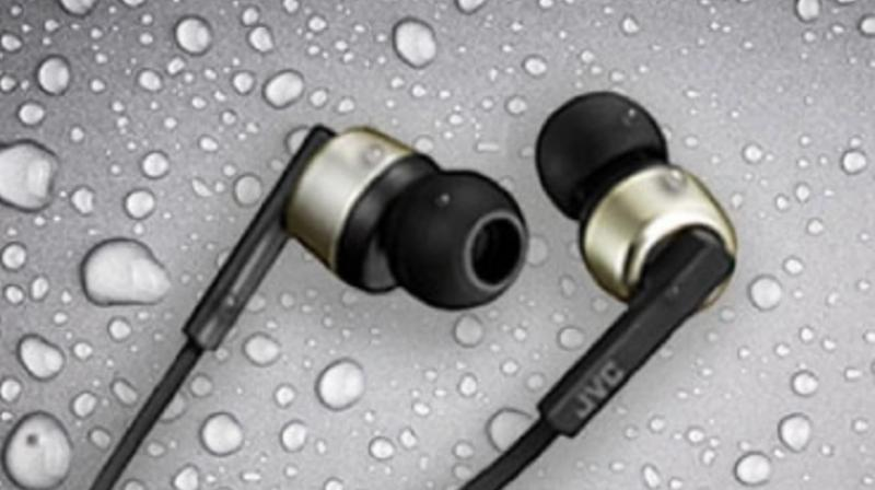 The earbuds are made of premium materials and at each end, there are magnets that can be used for stowage.