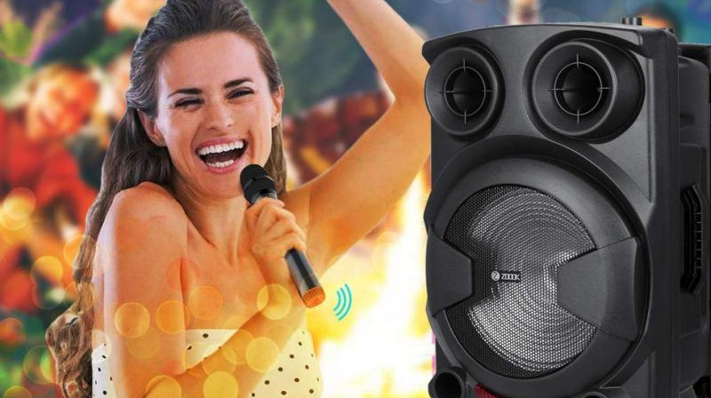 The ZB-Rocker Thunder XXL Speaker supports True Wireless Technology & offers multi-channel connectivity via FM, USB, TF, Aux, and BT support.