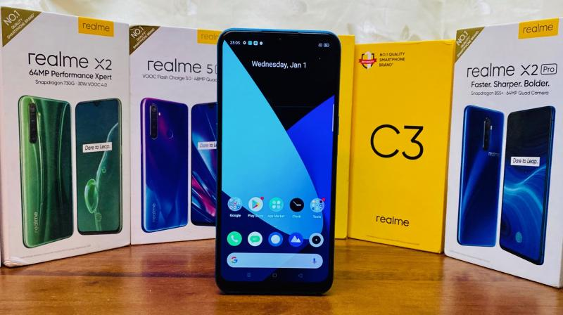 The first thing you notice here is the gorgeous, tall 20:9 display on the Realme C3.