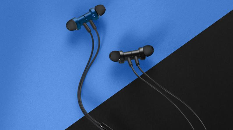 Mi Dual Driver In-Ear Earphones come with the convenience of a 3 button operation and supports voice assistants.