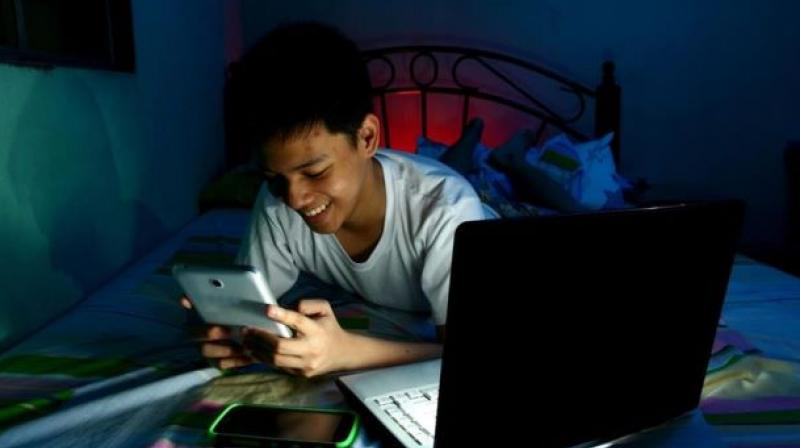 Adolescents who are constantly getting notifications to check a message or do something with an app may lose their ability to focus (Photo: AFP)