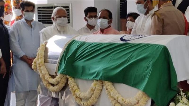 Uttar Pradesh CM Yogi Adityanath paid his last respect to late Kalyan Singh. (ANI Photo)