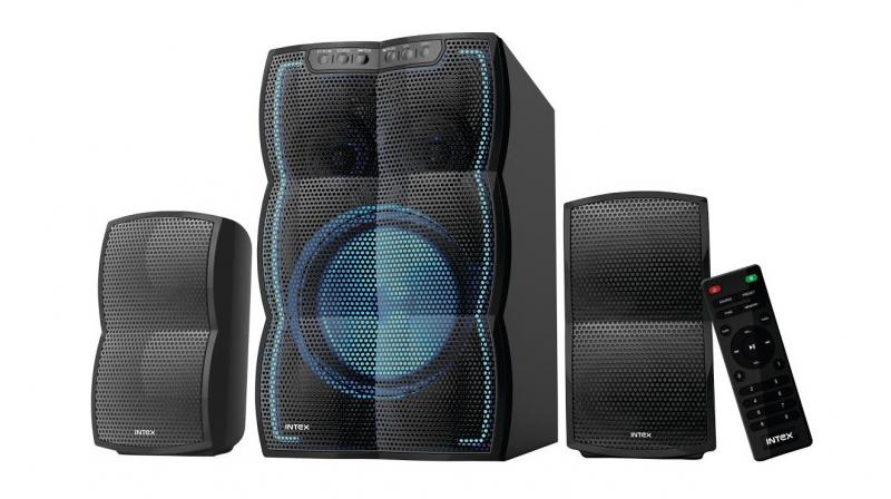 The speakers come with a wooden enclosure that amplifies the sound and has a remote control. In addition to this it comes with multicolor disco lights.
