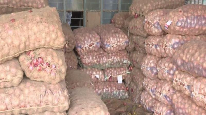 'Before floods, 1 kg onion used to cost around Rs 15, now it touches Rs 30 in wholesale, Rs 40 in retail shops, street vendors,' a trader said. (Photo: ANI)