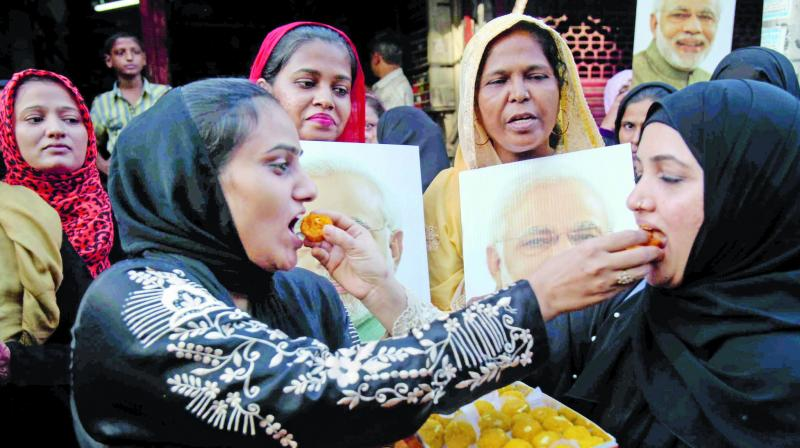 Muslims women celebrate the Supreme Court's decision on 'triple talaq' in Mumbai. (Photo: PTI)