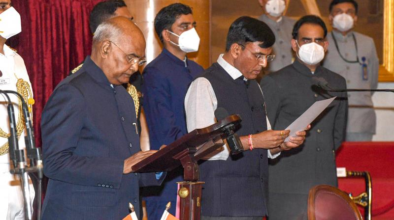 President Ram Nath Kovind administers oath of office and secrecy to cabinet minister Mansukh Mandaviya, at a ceremony at Rashtrapati Bhavan in New Delhi, Wednesday, July 7, 2021. (PTI)