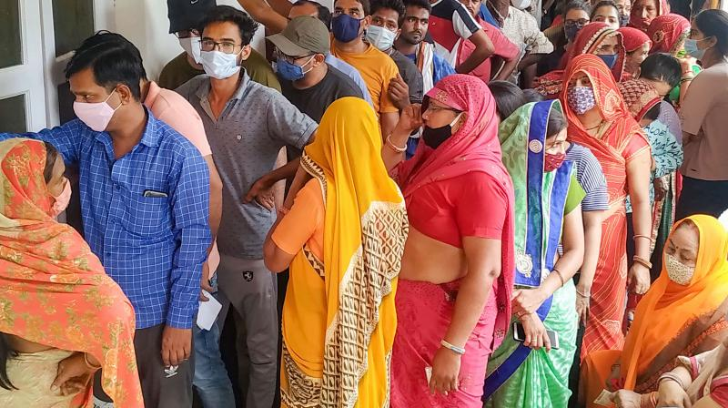 People not maintaining social distancing, stand in queues to receive a dose of Covid-19 vaccine at Bhartia Hospital Churu Stand vaccination centre in Fatehpur Shekhawati. (Photo: PTI)