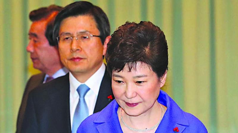 South Korean President Park Geun-Hye and  Prime Minister Hwang Kyo-Ahn arrive to attend an emergency Cabinet meeting at the presidential Blue House in Seoul. (Photo: AFP)