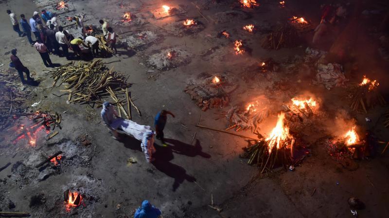 Mass cremation of COVID-19 victims at a crematorium as coronavirus cases surge, in New Delhi, Saturday, April 24, 2021. (Photo: PTI)
