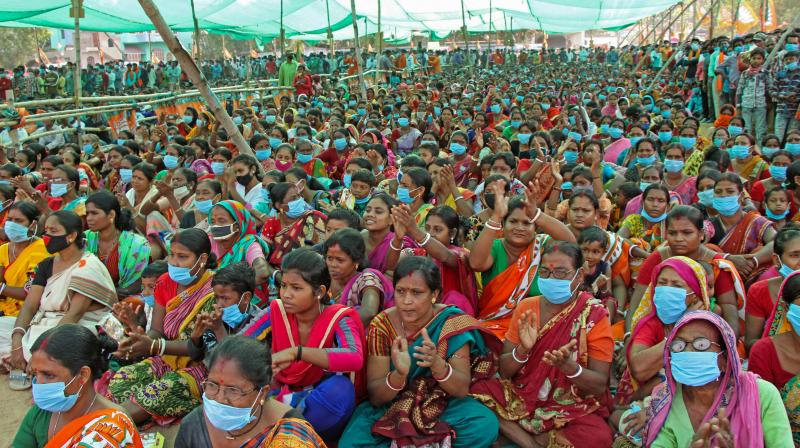 The Election Commission dismissed the plea by Mamata Banerjee that the eight-phase election was very risky. It seemed to pay more attention to the BJP's jeers that the eight-phase election was necessary to ensure peaceful, free and fair elections. (Photo: PTI)