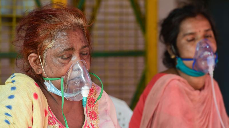 Critical COVID-19 patients receive free oxygen at a Sikh Gurudwara, amid the rise in coronavirus cases across the country, at Indirapuram in Ghaziabad. (Photo: PTI)