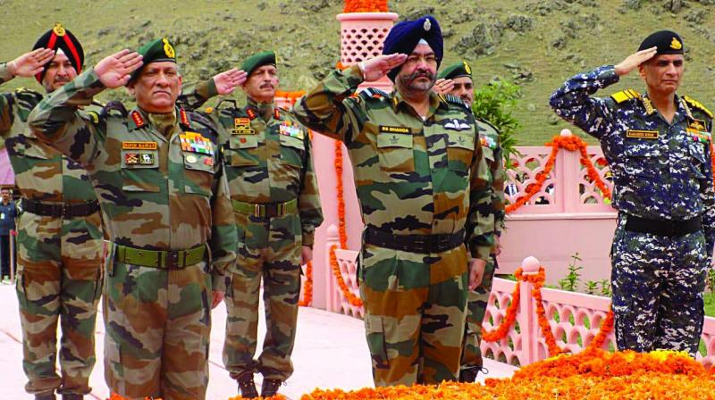 Army Chief Gen. Bipin Rawat (from left), IAF's Air Chief Marshal B.S. Dhanoa and Navy Chief Adm. Karambir Singh pay tribute to martyrs on the 20th anniversary of the Kargil Vijay Diwas at Drass War Memorial in J&K on Friday. (Photo: Asian Age)
