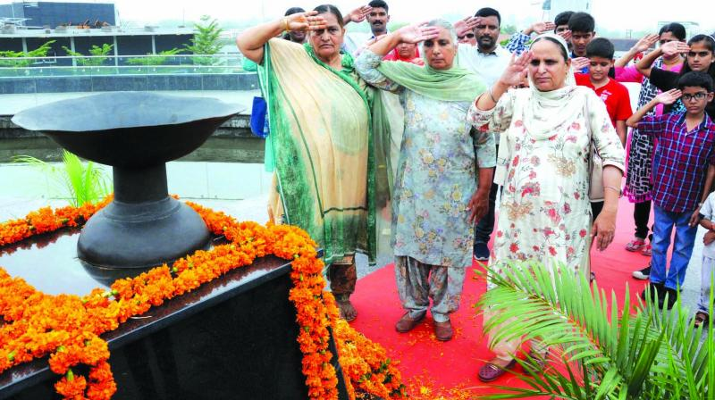 Relatives of Indian Army soldiers, who were martyred during the Kargil Way, pay homage at Punjab State War Heroes Memorial and Museum on the occasion of Kargil Vijay Divas in Amritsar. (Photo: PTI)