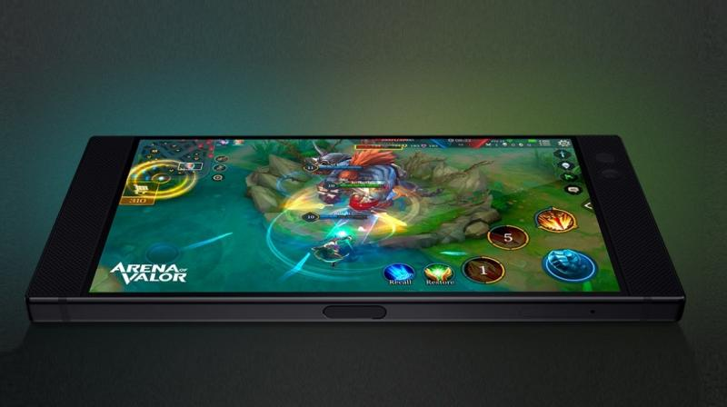 With the aspect ratio of 16:9, the Razer Phone 2 will probably boast of the 1440 x 2560 pixel QHD panel.