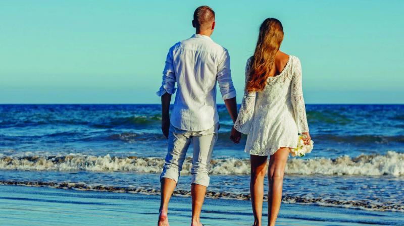 Summer flings end, but freckling is always incomplete because your partner is just a click away. (Photo: Pixabay)