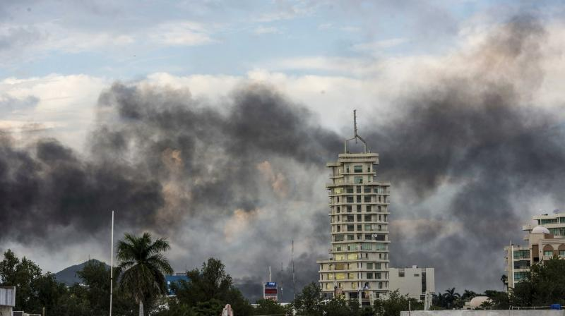 """Smoke from burning cars rises due in Culiacan, Mexico, Thursday, Oct. 17, 2019. An intense gunfight with heavy weapons and burning vehicles blocking roads raged in the capital of Mexico's Sinaloa state Thursday after security forces located one of Joaquín """"El Chapo"""" Guzmán's sons who is wanted in the US on drug trafficking charges. (Photo: AP)"""