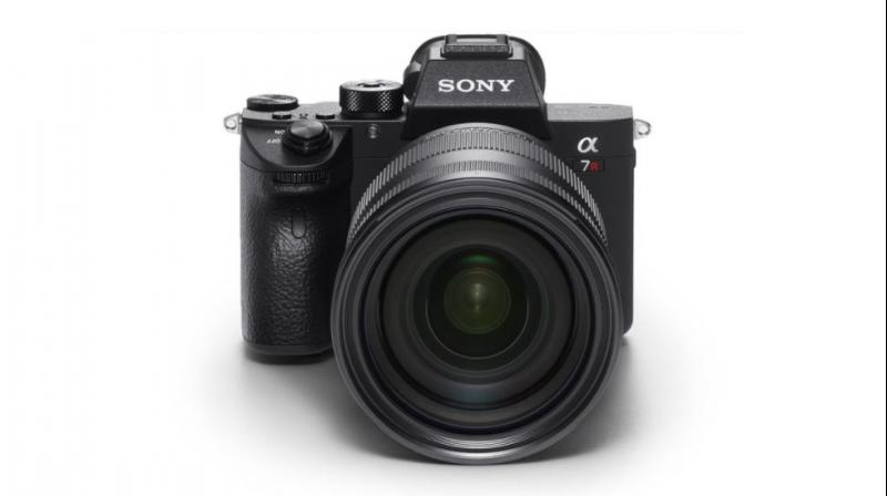 To help with clarity when not using a professional tripod, Sony has incorporated a 5-axis optical in-body image stabilisation with a 5.5 step shutter speed advantage.