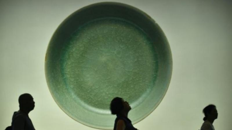 """Such """"Ru guanyao"""" wares -- known for their intense blue-green glaze and """"ice-crackle"""" pattern -- are extremely rare (Photo: AFP)"""