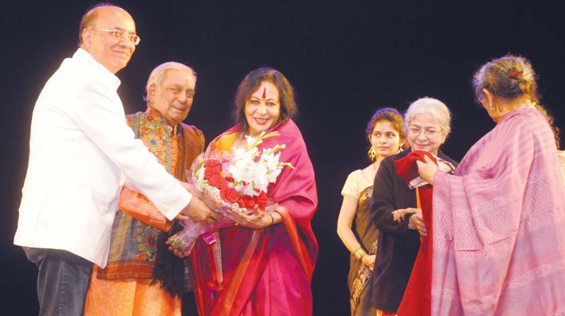 The first step of the evening comprised a felicitation honouring Dr Sonal Mansingh followed by solo performances by winner of KKC Elisha Deep Garg followed by runner up Siza Roy.