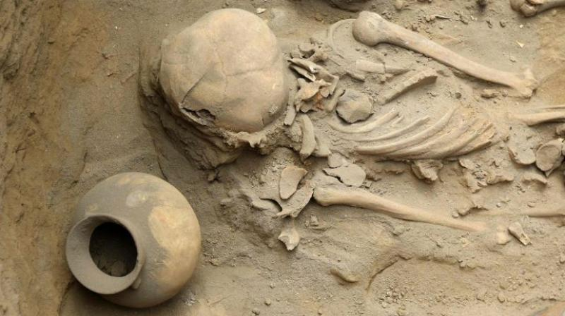 Human remains and pottery items dating more than 1,500 years were found at an excavation site in the northern coastal town of Huanchaco, Peru, on March 21, 2018. (Photo: AFP)