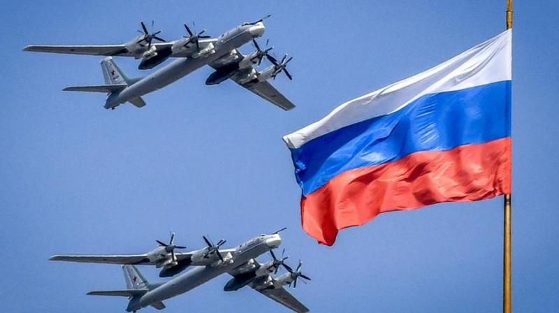 Russian Tupolev Tu-95 turboprop-powered strategic bombers fly above the Kremlin during a rehearsal. (AFP Photo)