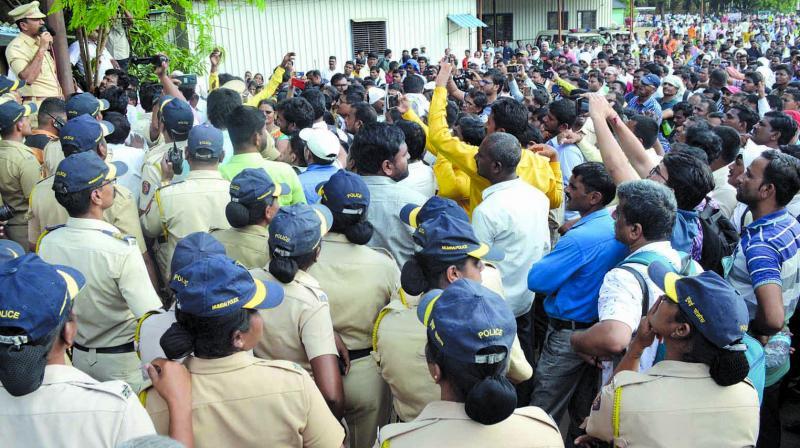 Maharashtra State school and junior college teachers samiti protest at Azad maidan on Monday. (Photo: AA)