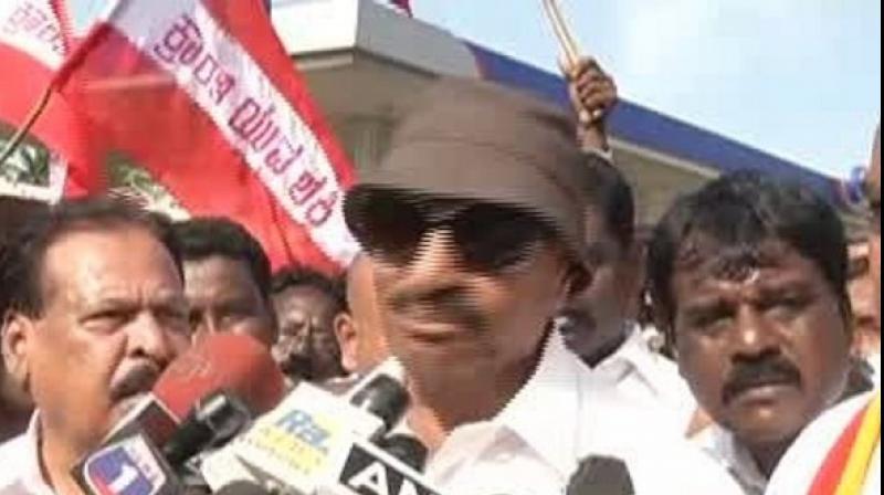 Pro Kannada activist and Kannada Chaluvali Vatal Paksha (KCVP) party president Vatal Nagara said that Karnataka should boycott Congress leader Rahul Gandhi for supporting protests against the night traffic ban in Bandipur. (Photo: ANI)