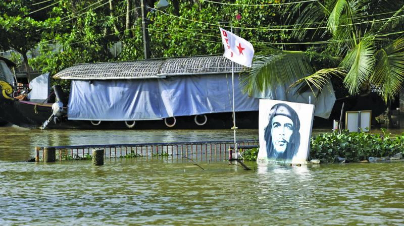 """A portrait of Cuban revolutionary Ernesto """"Che"""" Guevara is seen standing in flood waters in Alappuzha, Kerala. (Photo: AP)"""