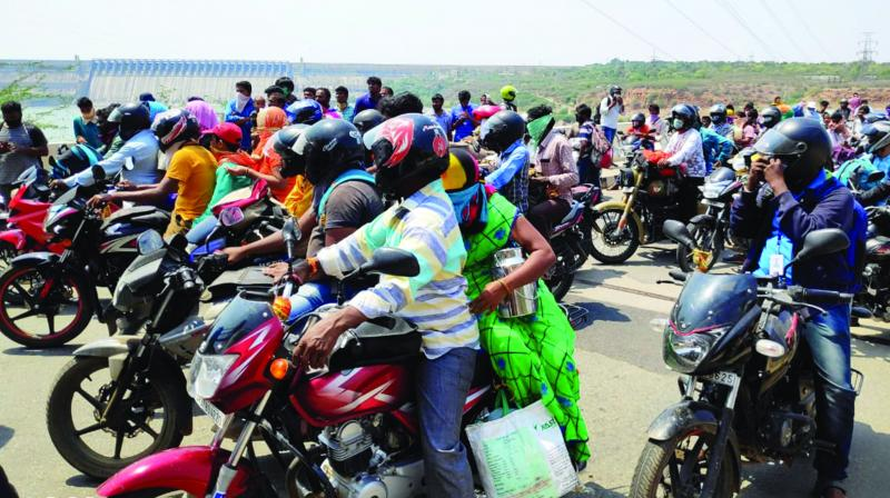People trying to reach destinations in Andhra Pradesh being stopped at the inter-state Telangana-Andhra Pradesh border at Vijayapuri South on March 25, 2020. These people were returning from Hyderabad and other places in Telangana following the nationnwide coronavirus lockdown. (DC Photo: Tejo Roy)