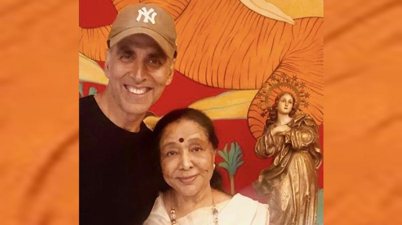 Akshay Kumar with Asha Bhosle. (Photo: Instagram)