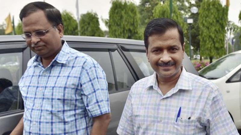 Aam Aadmi Party chief Arvind Kejriwal (R) (Photo: PTI)