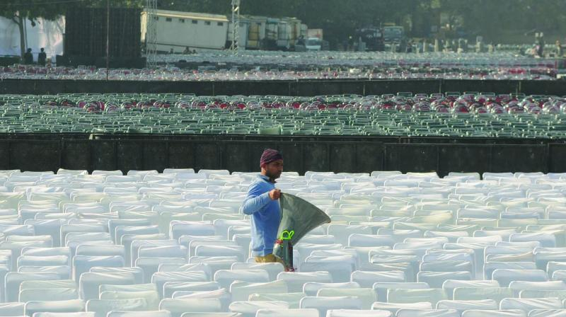 A worker at Ramlila Ground on Saturday. (Photo: BIPLAB BANERJEE)