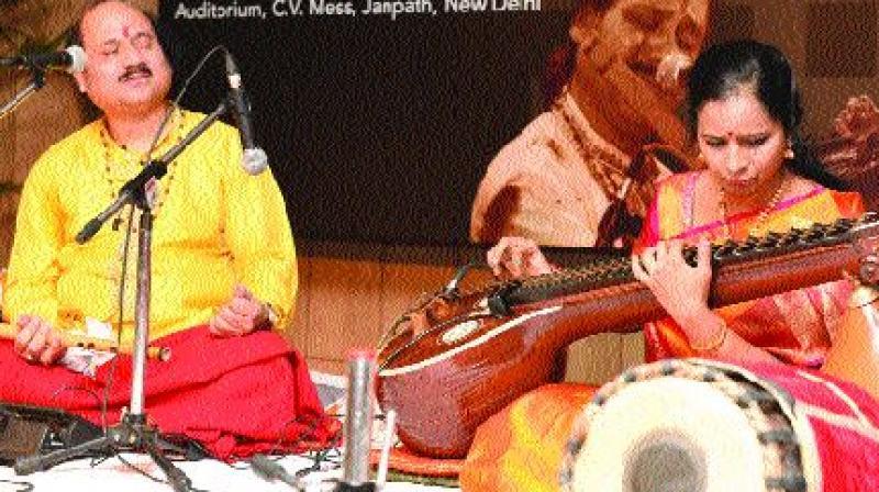 Pt Ronu Mazumdar and Jayanthi Kumaresh. — IGNCA