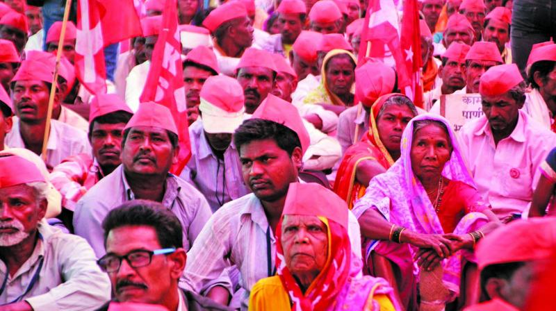 "Farmers take part in ""Kisan long march"", organised by All-India Kisan Sabha, at Azad Maidan in Mumbai on Monday. (Photo:  Mrugesh Bandiwadekar)"