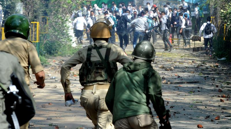 Protesters and armed forces personnel clash at Pulwama Degree College. (Photo: DC/HU Naqash)