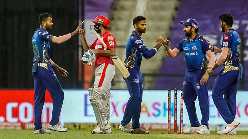 The duo of Kieron Pollard and Hardik Pandya smashed fours and sixes at will, scoring 67 runs in 23 balls to lift MI to 191 for four from 83 for three in the 14th over. (Photo | PTI)