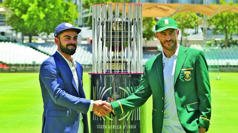 Virat Kohli (left) and Faf du Plessis pose with the Freedom Trophy ahead of the India-South Africa Test series. (Photo: BCCI)