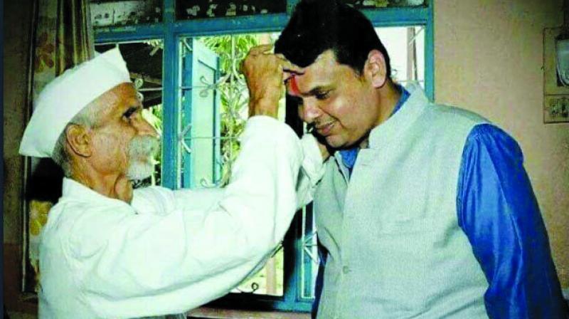 Picture via Twitter: Sambhaji Bhide Guruji with Maharashtra chief minister Devendra Fadnavis.