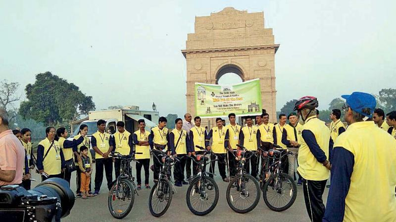 The expedition at its source, India Gate in New Delhi.