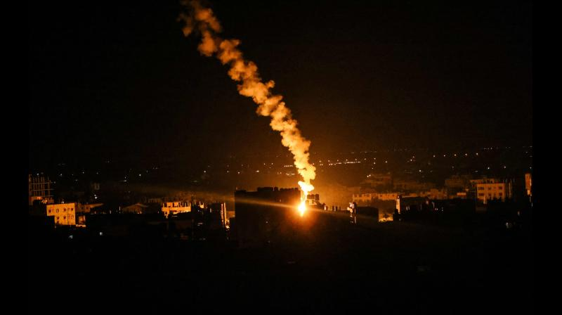 Israeli forces' flares light up the sky in Rafah in the southern Gaza Strip, on May 16, 2021. (Photo: AFP)
